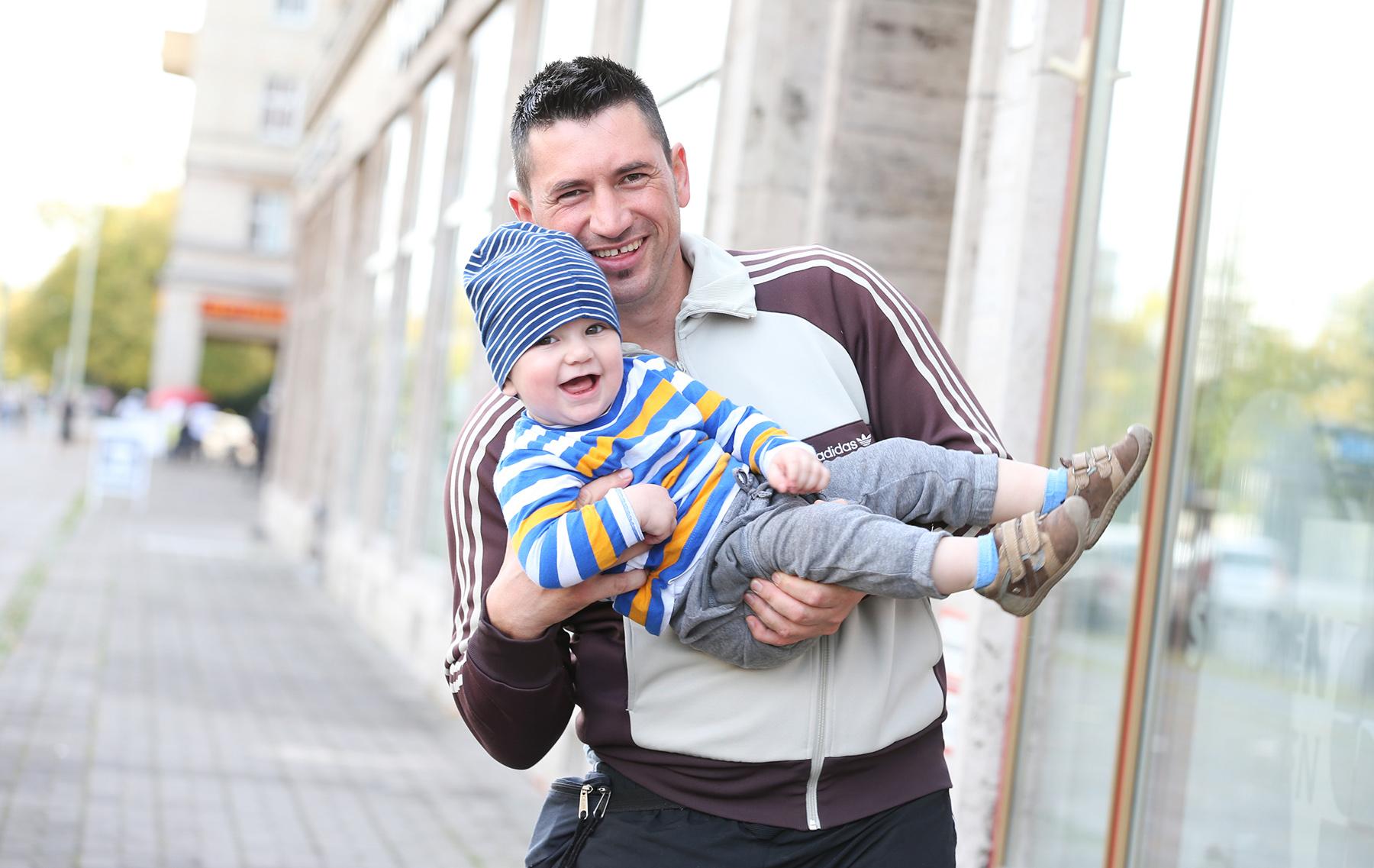 """Miralem Jerkovic aus Friedrichshain mit Sohn Ajdin """"Meinen Sohn täglich lachen zu sehen, dass ist mein größtes Glück"""""""