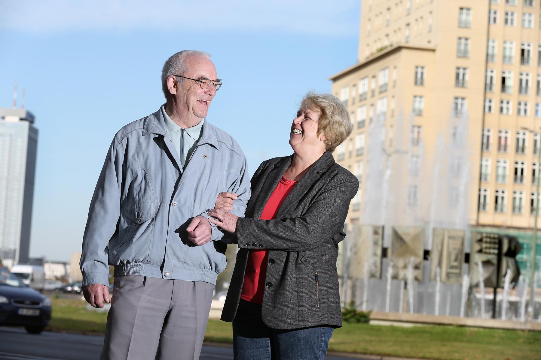 """Roswitha (66) und Hans (68) Osterberg aus Friedrichshain """"Das wir uns haben und schon so lange verheiratet sind - ja das macht uns glücklich"""""""