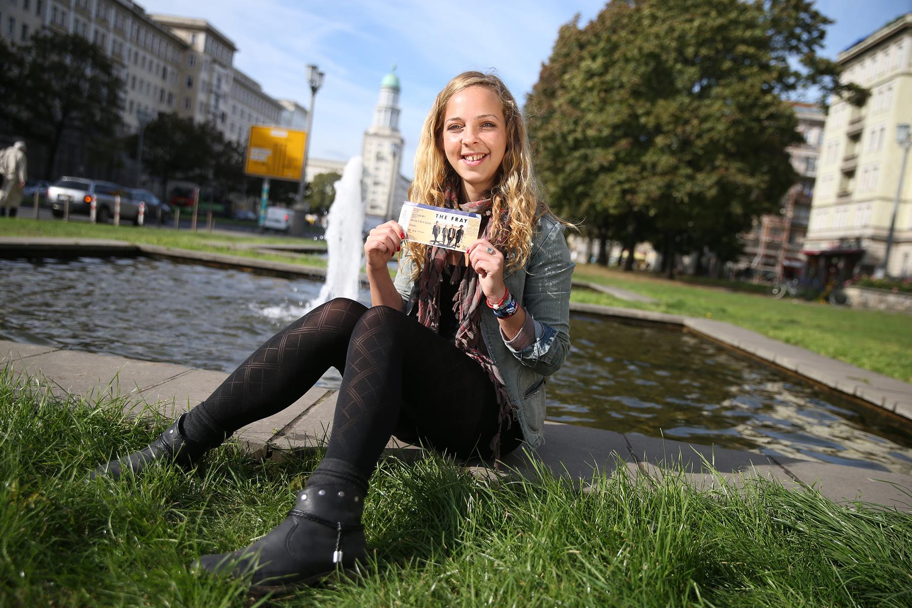 """Juliette Zunk (26) aus Mahlsdorf. """"Glücklich weil ich auf  einem Konzert meiner Lieblingsband war"""""""