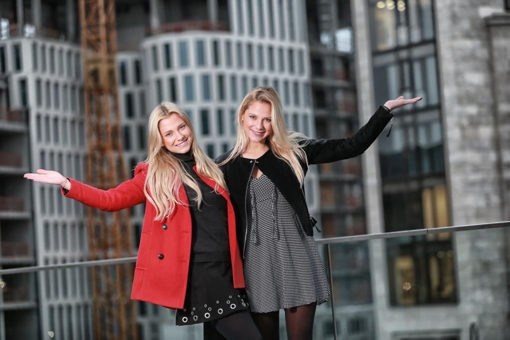 06.11.2015 Berlin Die Zwillinge Valentina  ( in rot ) und  Cheyenne Pahde Valentina Pahde - Schauspielerin FOTO: FRANK SENFTLEBEN